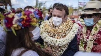 Sosyal medyada alay konusu oldu: Yürüyen çelenk Macron