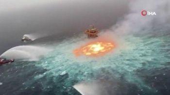 Sualtı petrol boru hattı patladı