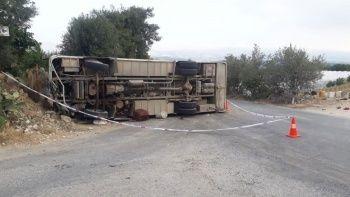 Tarım işçilerini taşıyan midibüs kaza yaptı: 1 ölü, 14 yaralı