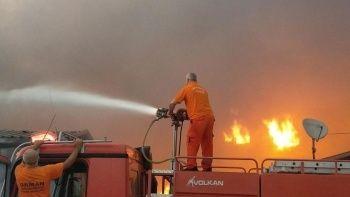 Tekstil fabrikası alev alev yandı