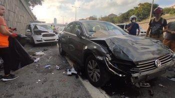 TEM'de zincirleme kaza: 2'si polis 3 yaralı