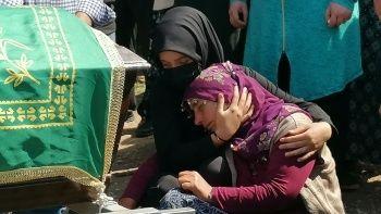 Trafik kazasında ölen 8,5 aylık hamile kadın toprağa verildi