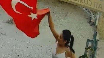 Türk bayrağını indirip çöp kutusuna atan kadından pişkin sözler