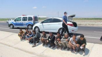 Uygulama noktasından kaçtılar: Otomobilden 10 göçmen çıktı