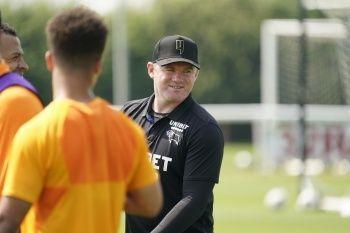 Wayne Rooney, oyuncusu Jason Knight'ı sakatladı