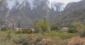 Yangın nedeniyle Marmaris-Datça yolu ulaşıma kapandı