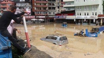 Zonguldak'ı sel bastı: Araçlar sulara gömüldü