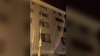 Zorunlu otel karantinasında 4. kattan çarşaflı kaçış