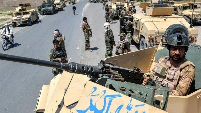 Afganistan'ı Taliban sardı! Sokak çatışmaları şiddetleniyor