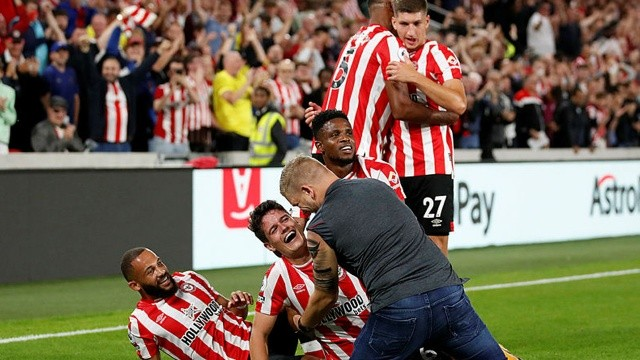 Arsenal sezona Brentford mağlubiyetiyle başladı