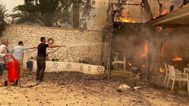 Bodrum'da korkulan oldu: Yangın evlere sıçradı, tahliyeler başladı