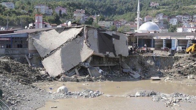 Son dakika haberi! AFAD: Sel felaketi nedeniyle 82 vatandaşımız hayatını kaybetti