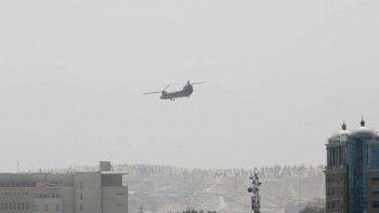 Afgan askeri uçağı Özbekistan'a düştü