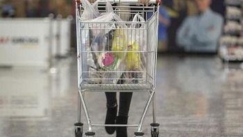 Alışveriş yaparken düştü, milyonluk tazminat kazandı