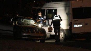 Sol şeritte zorla indirilen kadına araç çarptı