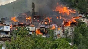 Artvin'de 33 ev yandı