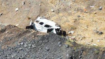 Asker ziyareti dönüşü feci kaza! 5 kişilik aile uçuruma yuvarlandı