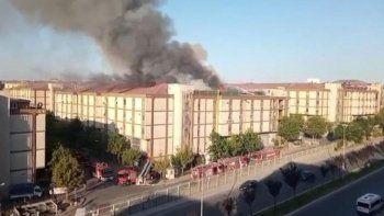 Başakşehir'de korkutan yangın: 5 katlı atölye alev alev