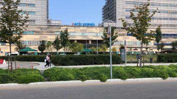 Doktorların müdahale etmediği yaşlı kadın hastane önünde hayatını kaybetti