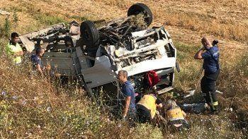 Edirne'de feci kaza: Kamyonet şarampole devrildi, bir aile yok oldu