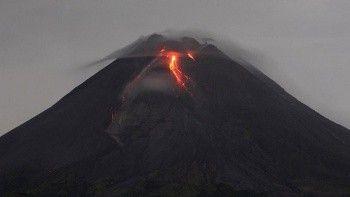 Endonezya'daki yanardağ hareketlendi! Kül ve duman püskürttü