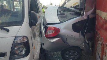 Faciadan dönüldü: Freni boşalan otobüs 7 aracı önüne kattı