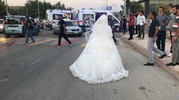 Gelin düğünü bıraktı, yaralanan teyzesine koştu