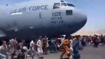 Kabil'de kaos: Binlerce kişi, Afganistan'ı terk etmeye çalışıyor