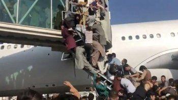 Kabil Havaalanı'nda izdiham: 17 yaralı