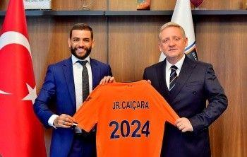 Medipol Başakşehir, Junior Caiçara'nın sözleşmesini 2024'e kadar uzattı