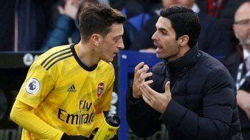 Mesut Özil'den eski hocasına gönderme