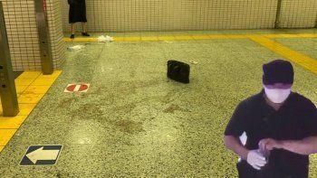 Metroda dehşet anları: Yolcuların üstüne asit döktü