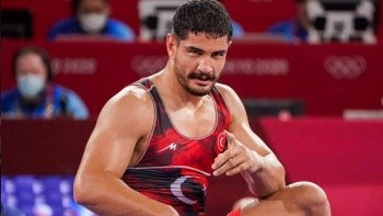 Milli güreşçi Taha Akgül'den bronz madalya