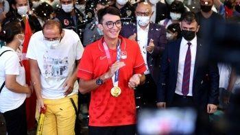 Olimpiyat şampiyonu milli okçu Mete Gazoz İstanbul'da