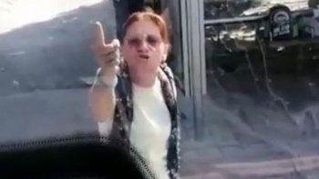 Otobüste maske takmayı reddeden kadın ortalığı birbirine kattı