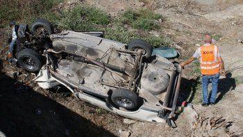 Otomobil su kanalına devrildi: 2 ölü, 2 yaralı