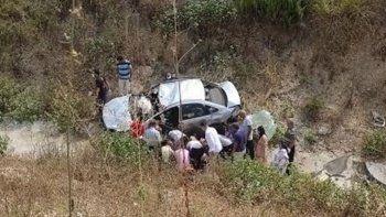 Otomobille şarampole yuvarlanan çifti ölüm ayırdı
