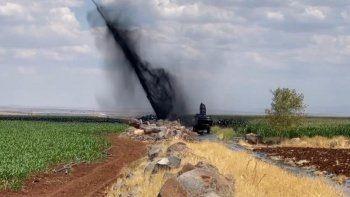 Şanlıurfa'da boru hattı delindi: Petrol metrelerce yükseğe fışkırdı