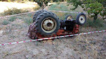 Şarampole yuvarlanan traktörün altında kalan çiftçi öldü