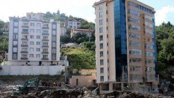 Selde yıkılan Bozkurt'taki binanın müteahhidine gözaltı