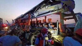 Manisa otobüs tıra çarptı: 6 ölü, 37 yaralı