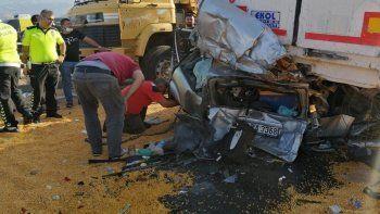 Son dakika! Manisa'da feci kaza: 3 tır ve 2 otomobilin karıştığı kazada 3 ölü, 5 yaralı