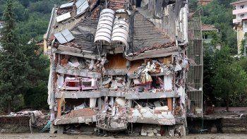 Selde yıkılan binanın müteahhidi hakkında gözaltı kararı