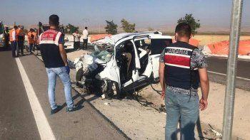 Konya'da TIR ile kamyonet çarpıştı: 6 ölü, 2 yaralı