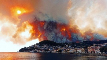 Yunanistan da alevlere teslim! 'Evden çıkmayın' çağrısı yapıldı