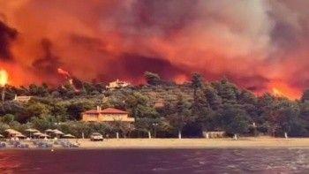 Yunanistan'daki yangın Olimpia Antik Kenti'ni tehdit ediyor