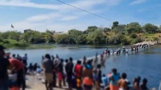 ABD-Meksika sınırında insanlık dramı: Binlerce göçmen köprü altında