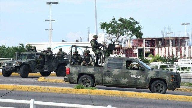 ABD sınırını geçen 14 Meksikalı askere gözaltı