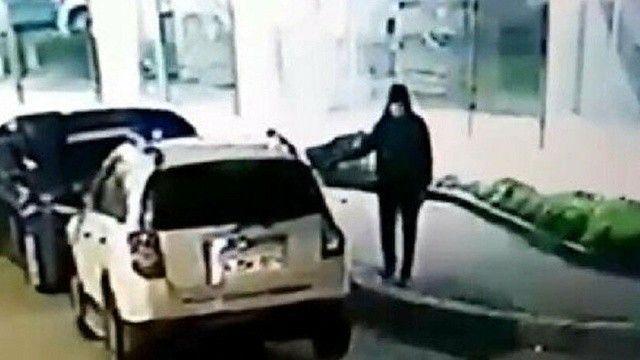 Aracını kurşunlatıp koruma istedi! Polis oyunu bozdu