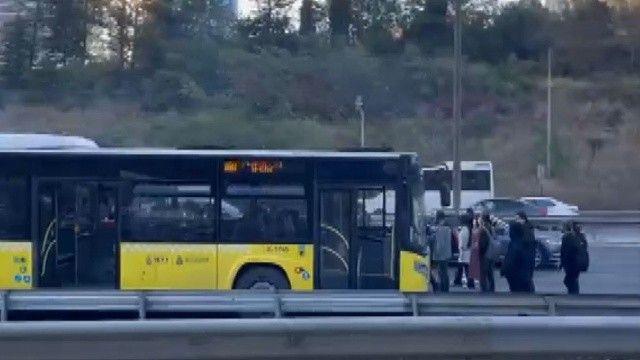 Balataları yanan İETT otobüsünde yolcular yolda indi